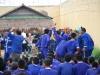 20 02 Enfin...apräs moulte encouragement les prisonniers se laissent aller.JPG